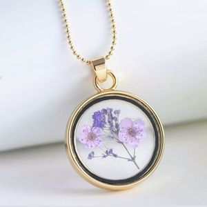 Jewelry - Real Dried Flower Pendant Necklace NWT